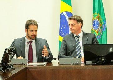 Presidente (D) insinuou que Leite (E) fez mau uso de verba federal da saúde. (Foto: Gustavo Mansur/ Palácio Piratini)