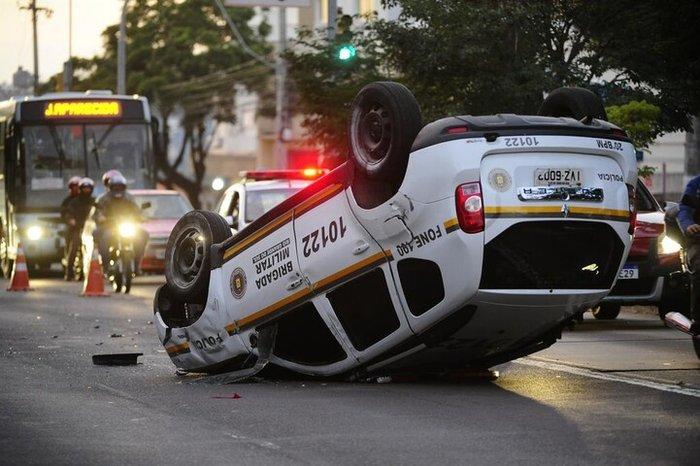 Acidente ocorreu por volta das 5h30min no sentido bairro-centro, próximo à Avenida Tenente Ary Tarragô Ronaldo Bernardi / Agencia RBS