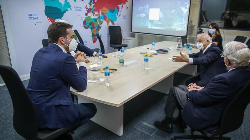 Reunido com diretores do Butantan, Leite manifestou interesse do Estado adquirir tanto a Coronavac como a Butanvac - Foto: Maicon Hinrichsen / Palácio Piratini