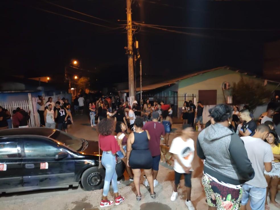 Pessoas se concentraram nas calçadas em Alvorada — Foto: Divulgação / Guarda Municipal de Alvorada