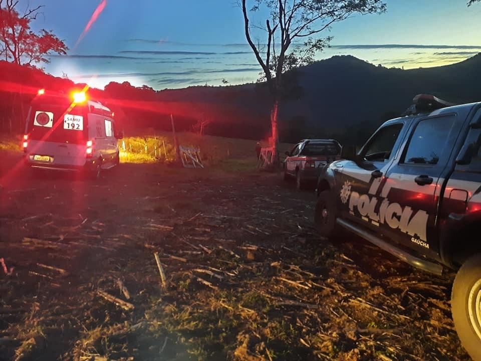 Homem morre após tombar máquina retroescavadeira na serra gaúcha