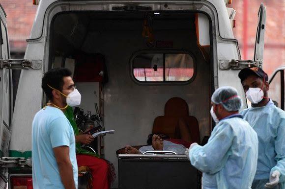 Doença costuma ser mais grave em indivíduos cujo sistema imunológico está enfraquecido por uma ou mais infecções - Foto: TAUSEEF MUSTAFA / AFP