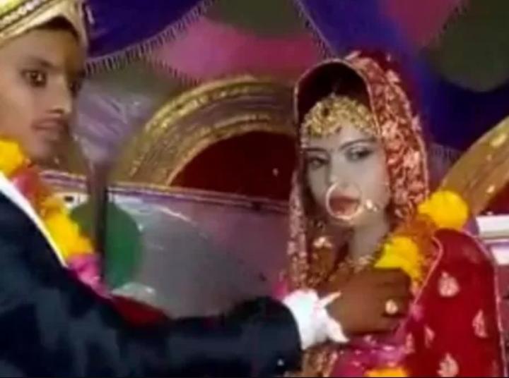Mangesh Kumar com sua primeira noiva, que morreu após passar mal durante a cerimônia. Imagem: Reprodução/Redes Sociais