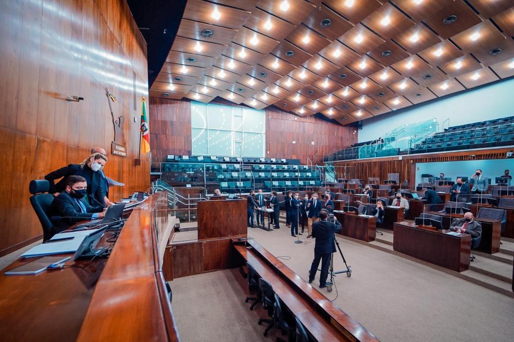 As discussões sobre o assunto se estenderam ao longo de toda a tarde | Foto: Joel Vargas / Agência ALRS