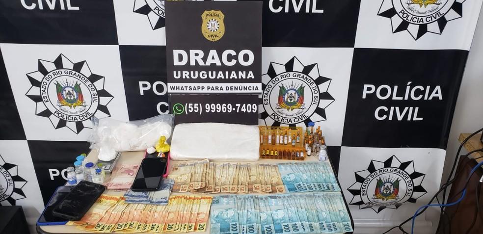 Polícia Civil apreendeu droga, dinheiro e celulares na operação — Foto: Divulgação/Polícia Civil