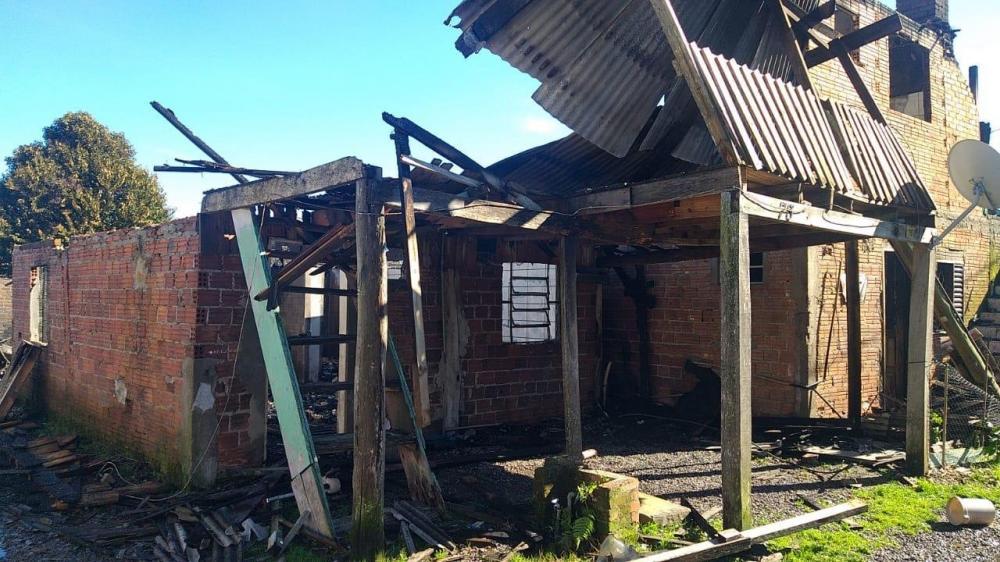 Incidente, que não deixou feridos, pode ter sido causado por curto-circuito | Foto: Clóvis de Oliveira / Divulgação