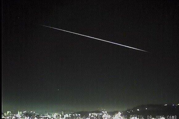 Inclinação com que ingressou na atmosfera permitiu que trajetória do meteoro fosse visível por mais tempo - Foto: Observatório Espacial Heller & Jung / divulgação