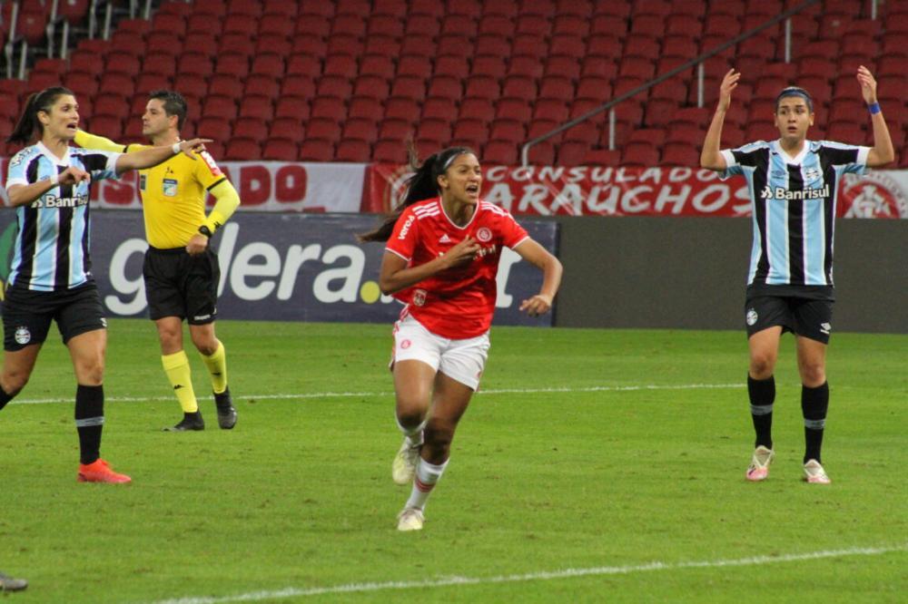 Mileninha comemora o gol da vitória/Foto: Jota Finkler