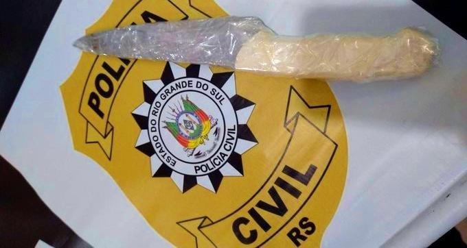 Faca que teria sido usada no homicídio foi apreendida | Foto: PC / Divulgação