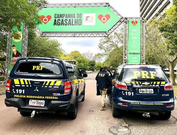 PRF entrega doações para a Defesa Civil Gaúcha