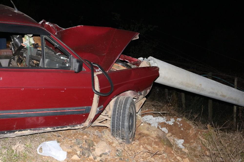Homem morre após colidir veículo em poste na serra gaúcha