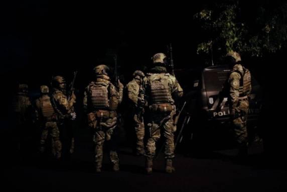 Mandados foram cumpridos na manhã desta terça-feira - Foto: Anselmo Cunha / Agencia RBS