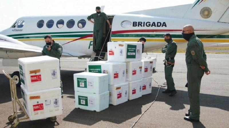 Um avião da Brigada Militar levou vacinas para Bagé, Erechim, Palmeira das Missões e Santo Ângelo - Foto: Grégori Bertó/Ascom SSP