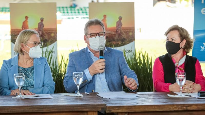 Ranolfo, acompanhado das secretárias Arita e Silvava, avaliou a edição da Expointer - Foto: Gustavo Mansur/Palácio Piratini