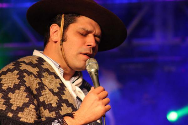 Joca Martins canta uma das mais belas canções do Rio Grande
